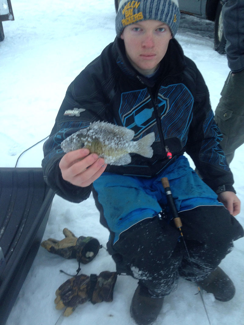 Ryan-Lambert-finds-the-bluegills-hot-spot800.-